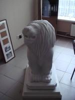 Сидящий лев на постаменте, работа компании РИФ
